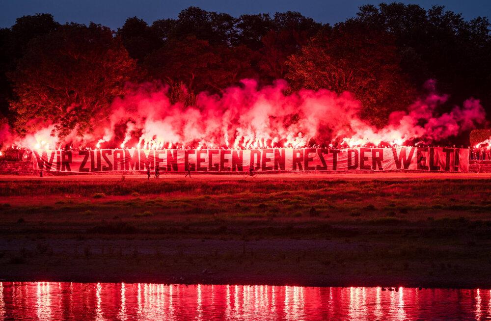 VIDEO | Paljukannatanud Saksamaa klubi fännid panid meeskonna hotelli ees püsti vinge pürosõu