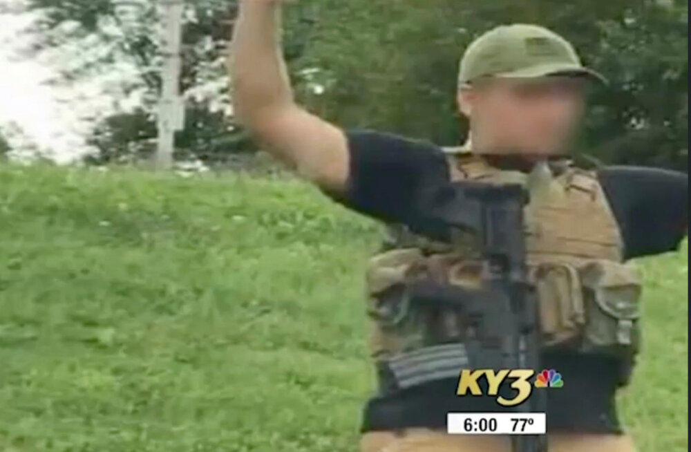 USA Walmarti kauplusse automaatrelvaga sisenenud mees põhjustas paanika