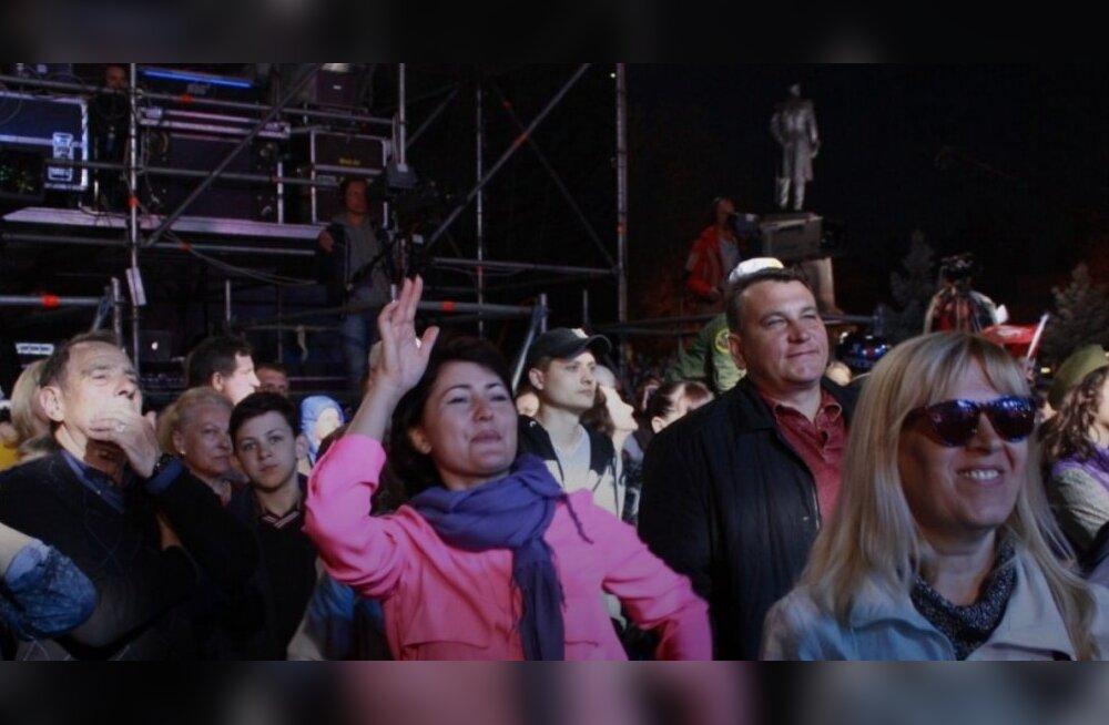 DELFI KRIMMIS: Võidupäeva tähistamine on pisarsilmi peetavast peost karnevaliks muutunud
