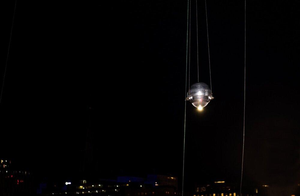 Nagu taevas pime oleks: Nobeli tseremoonia ajal särab Stockholmi taevas tehistäht