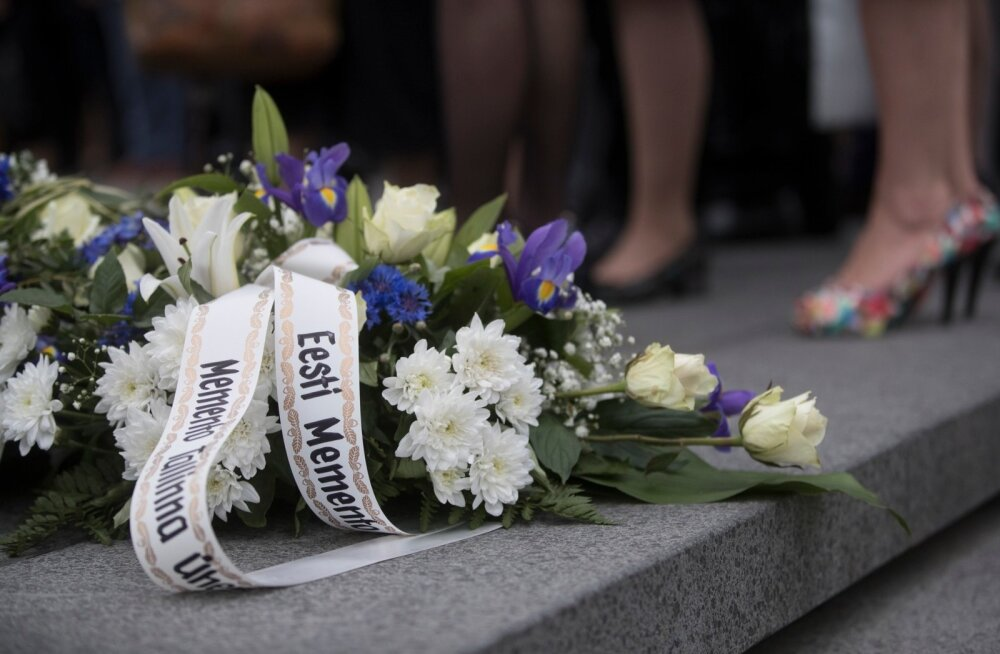 Kommunismi ja natsismi ohvrite mälestustseremoonia Vabaduse väljakul Vabadussõja võidusamba juures.