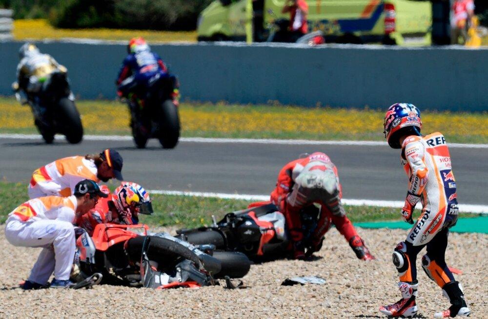 MotoGP kolme ässa jaoks lõppes Jerezi etapp kukkumisega.