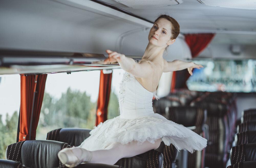 Tõuse püsti! Eesti Rahvusballeti solist Alena Shkatula näitab, kuidas pika istumise järel keha turgutada