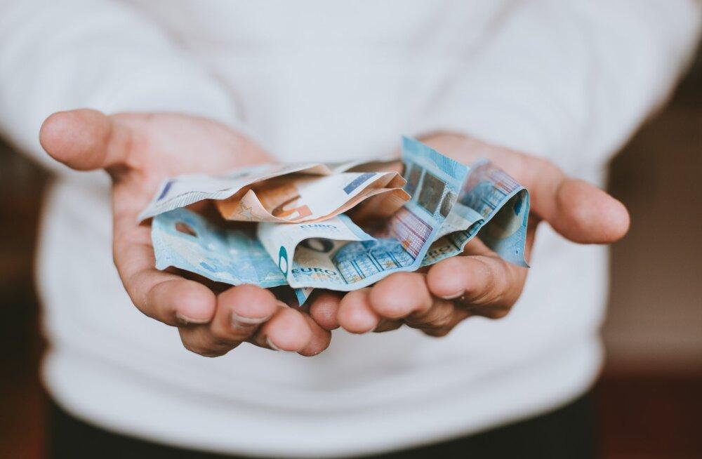 Homme makstakse 79 370 inimesele välja üksi elava pensionäri toetus