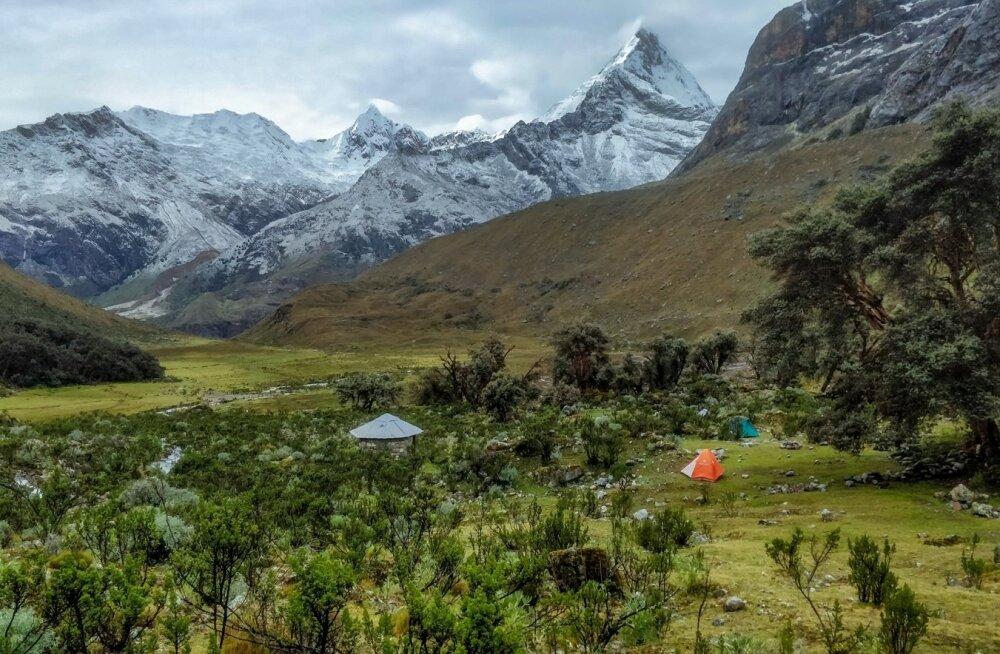 Alpamayo baaslaager ja filmistuudio Paramount Pictures logolt tuntud Artesonraju mäetipp