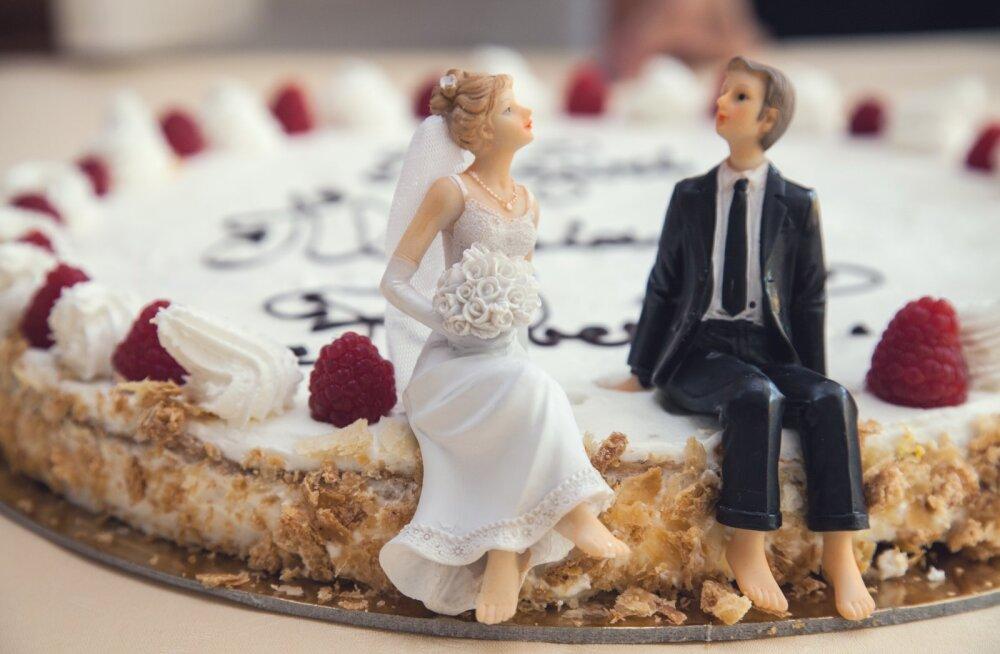 Pulmahooaeg on käes! Naisteka lugejad annavad nõu, mida võiks pruutpaarile kinkida, kui raha ümbrikusse panna ei taha