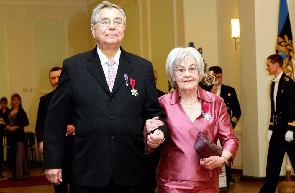 Herta Elviste (1923-2015) abikaasa Lembit Eelmäega (1927-2009) vabariigi aastapäeva vastuvõtul 2006