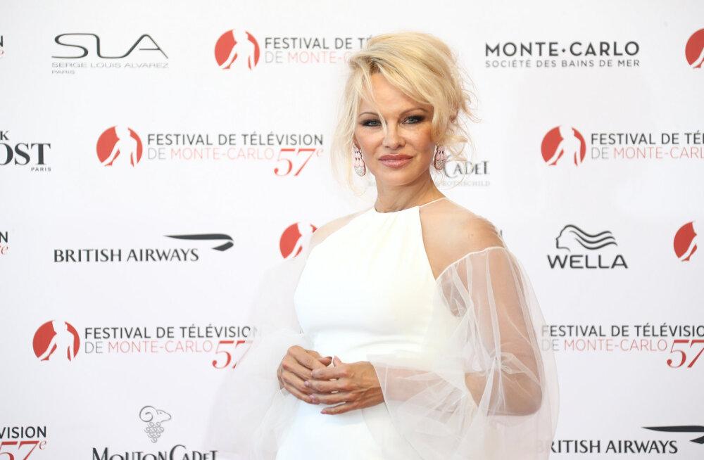 Vaata, millise jalgpalluriga käib sekspomm Pamela Anderson!