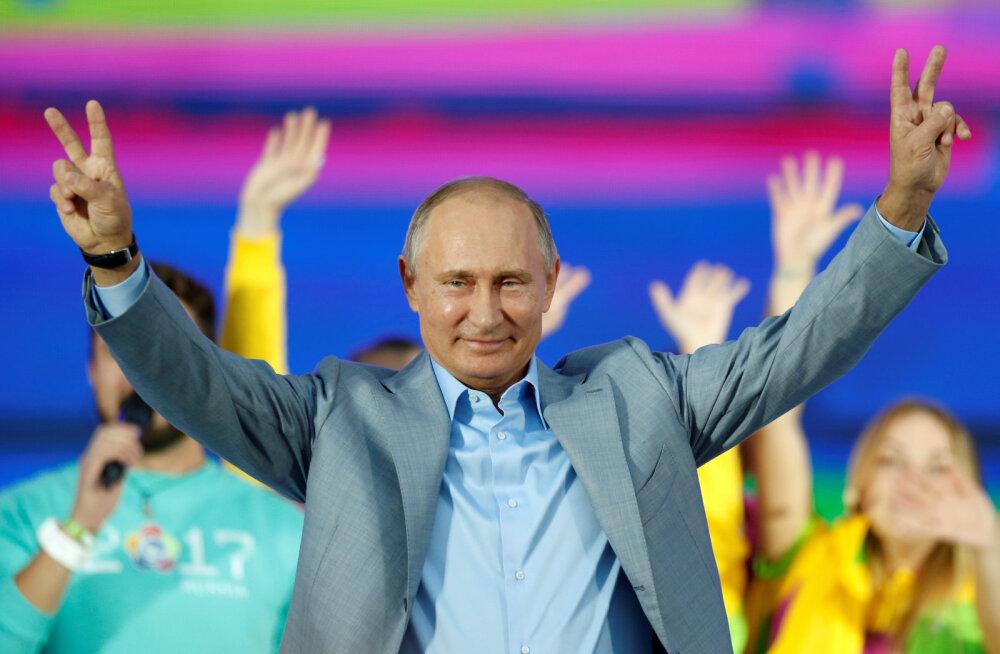 """""""Выгодная картинка"""": зачем Путин заговорил в Сочи по-английски"""