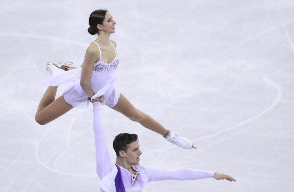 Tallinnast pärit Natalia Zabijako võitis koos Aleksanr Enbertiga Venemaa olümpiasportlaste koosseisus võisteldes iluuisutamise võistkonnavõistluses hõbemedali.