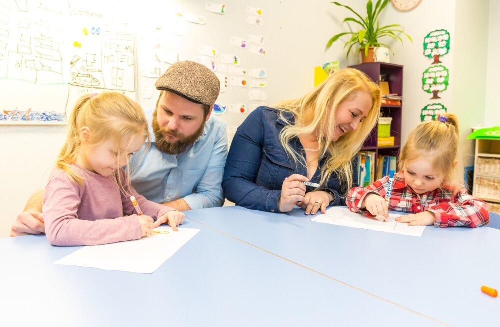 Scottide pere – isa Nic ja Miia (4) ning ema Laura ja Olivia (2) – joonistas oma armsat kodu Alatskivi lähistel.