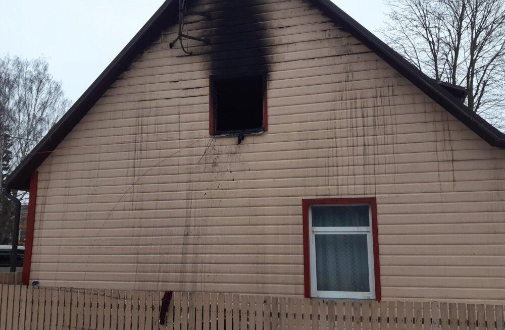 Tartus hukkus kortermaja põlengus kaks inimest