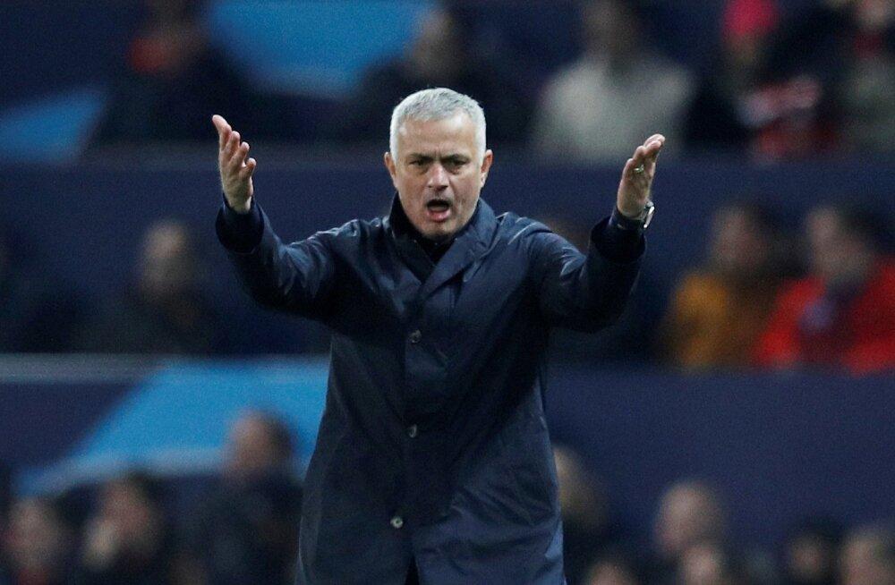 Emotsionaalne José Mourinho saab edaspidi käsi laiutada kodus.
