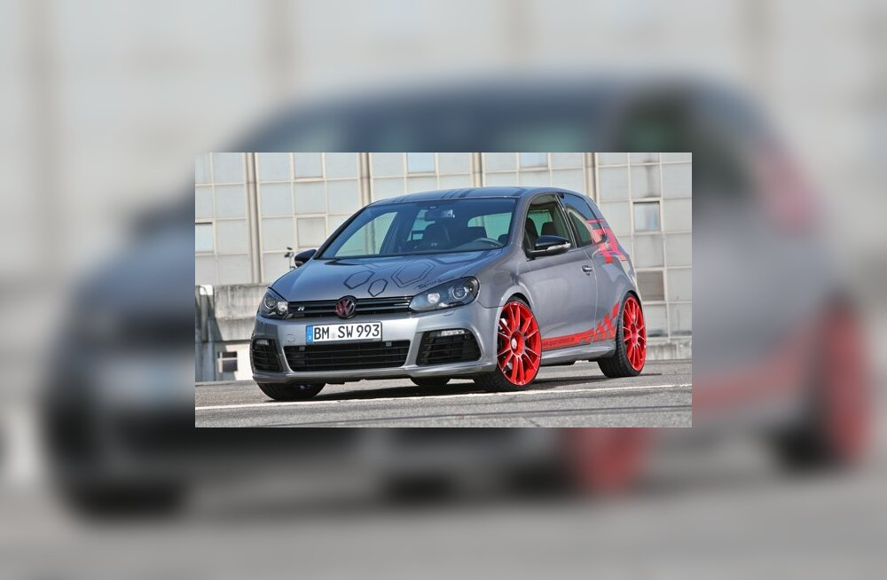 """""""Спортивные колеса"""" превратили VW Golf R в """"бычка"""""""