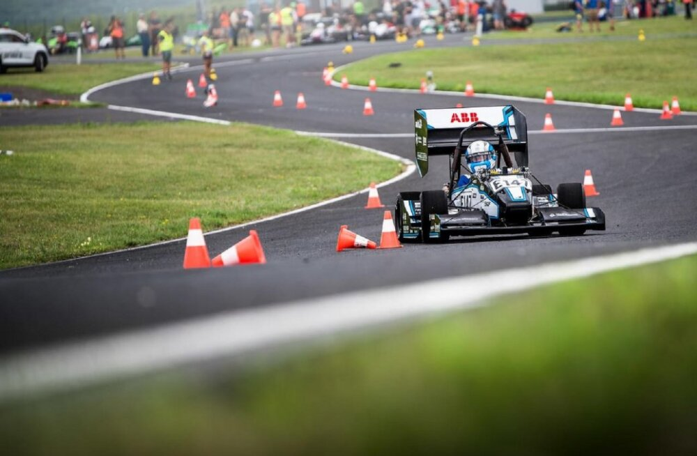 Eesti noorte inseneride loodud elektrivormel kiirendab nullist sajani vähem kui kahe sekundiga