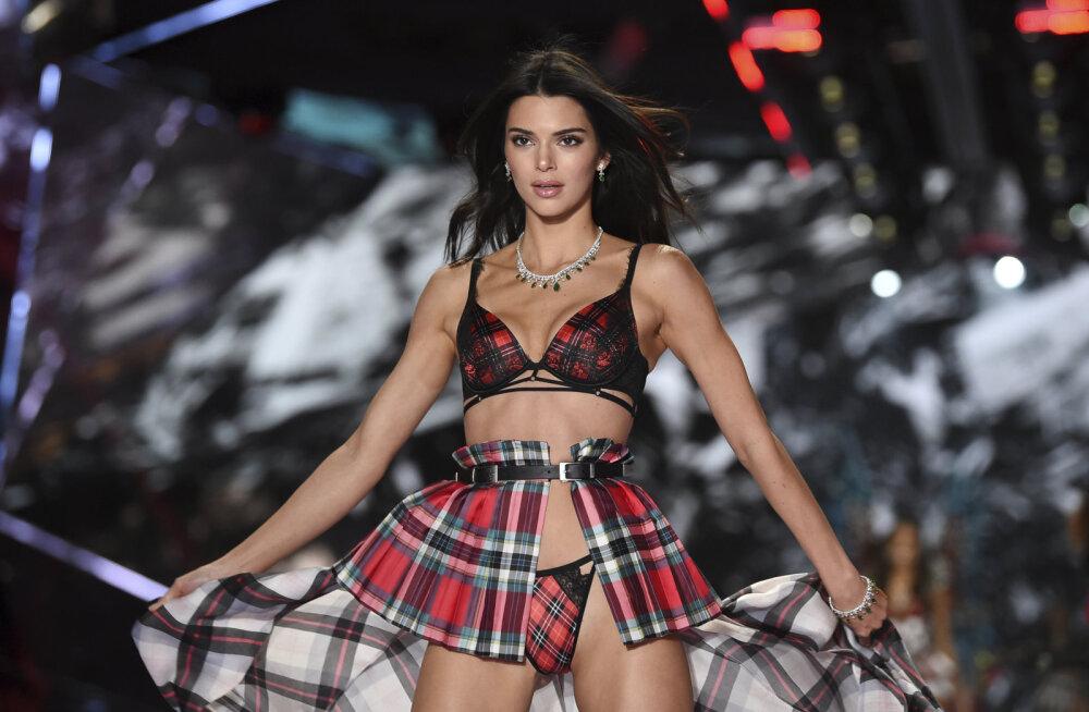 Silmipimestavad kaadrid: Kendall Jenner poseerib alasti moeajakirja Vogue veergudel