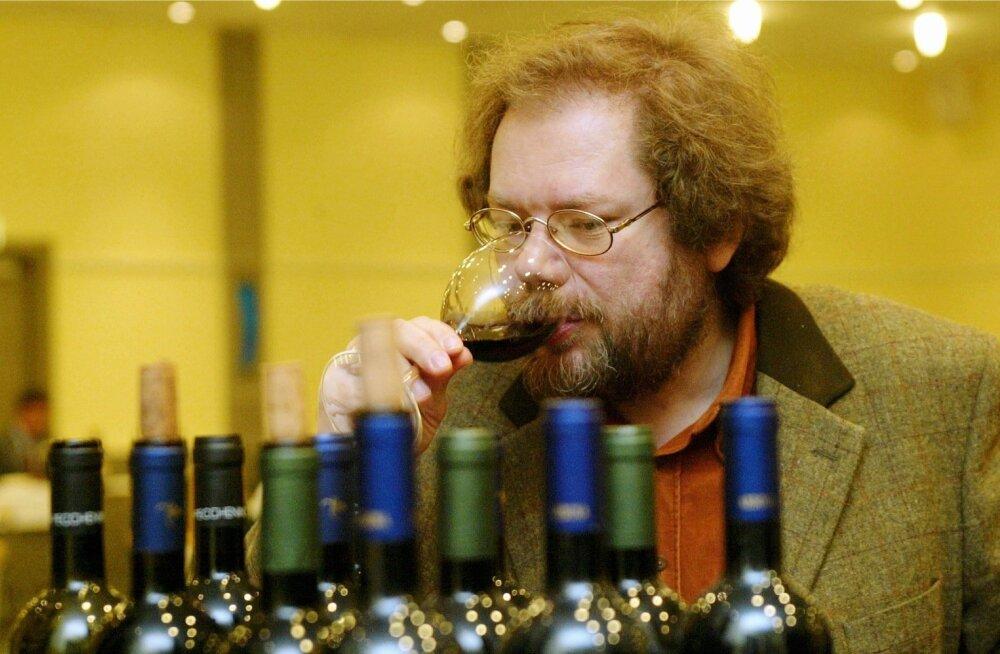 Kalev Kesküla Itaalia veine degusteerimas