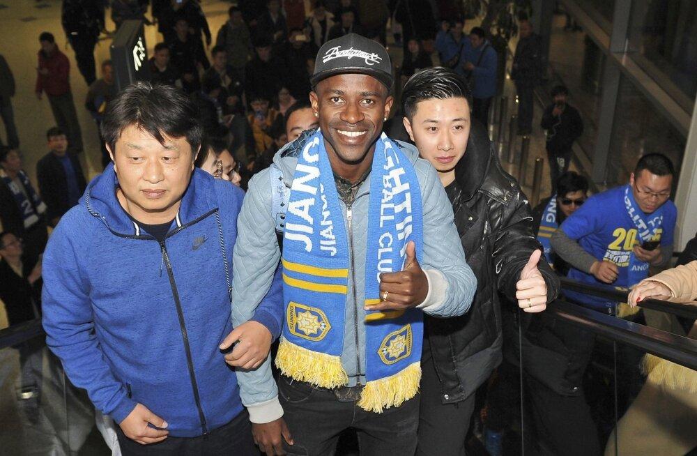 Chelseaga Euroopa tipus pallinud brasiillasest keskväljamees Ramires pani Jiangsu Suningi salli kaela kõigest 28 aasta vanuselt. Hiina liiga ei peibuta enam pelgalt kustuvaid tähti, vaid ka parimas mängijaeas tippjalgpallureid.