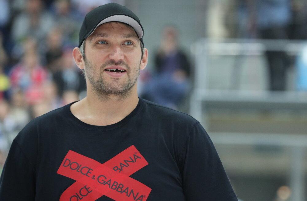 Pahane ööklubiomanik süüdistab hokistaar Ovetškinit külma arve tegemises