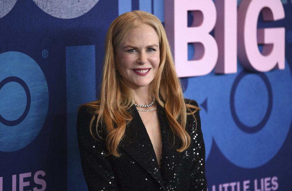 KLÕPS | Aegumatu ilu! 52-aastane Nicole Kidman poseerib poolpaljalt
