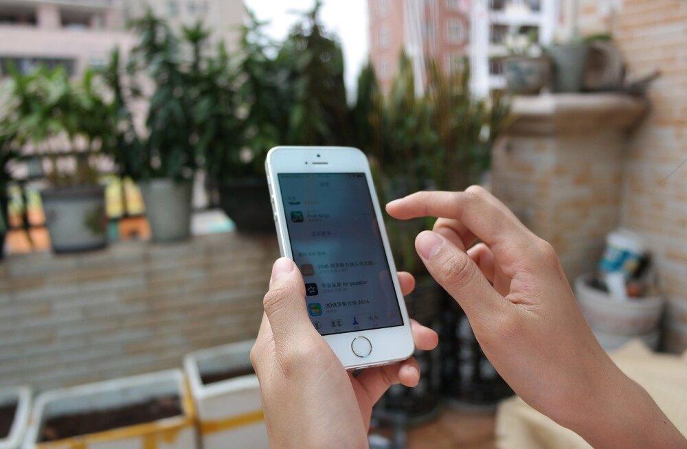 Nutitelefon aitab puhata: kümme head mobiilirakendust reisile kaasavõtmiseks