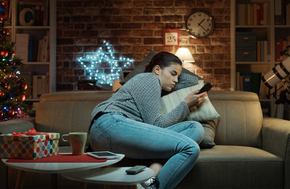 Stressis naine pihib: jõulud on alles kahe kuu pärast, aga mu perekond planeerib juba kellaajaliselt jõulupidusid