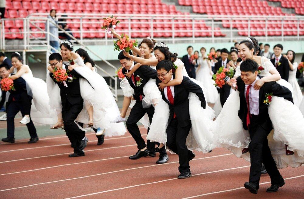 Tormijooks abiellu on Aasias väheste rõõm. Hiinas ja Lõuna-Koreas ei jätku meestele naisi, jaapanlased eelistavadki üksi olla.