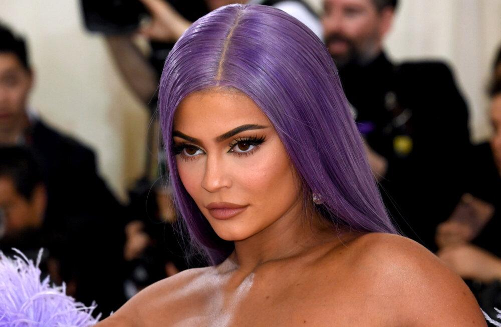 FOTOD   Püha püss! Kylie Jenner jagab fännidega eriti seksikaid rannapilte
