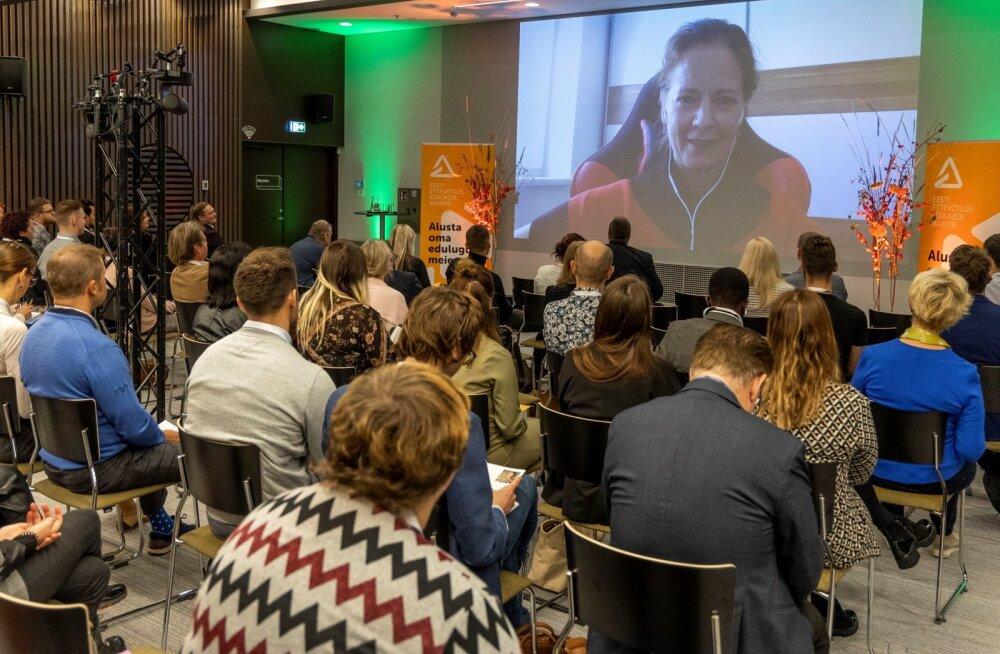 Mae Leyrer osales ettevõtluskonvrentsil kodulinnast Viinist videosilla vahendusel.