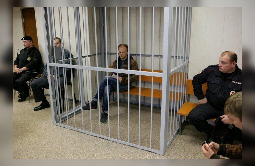 Vene kohus jättis kaks Greenpeace'i liiget eeluurimise ajaks vangi