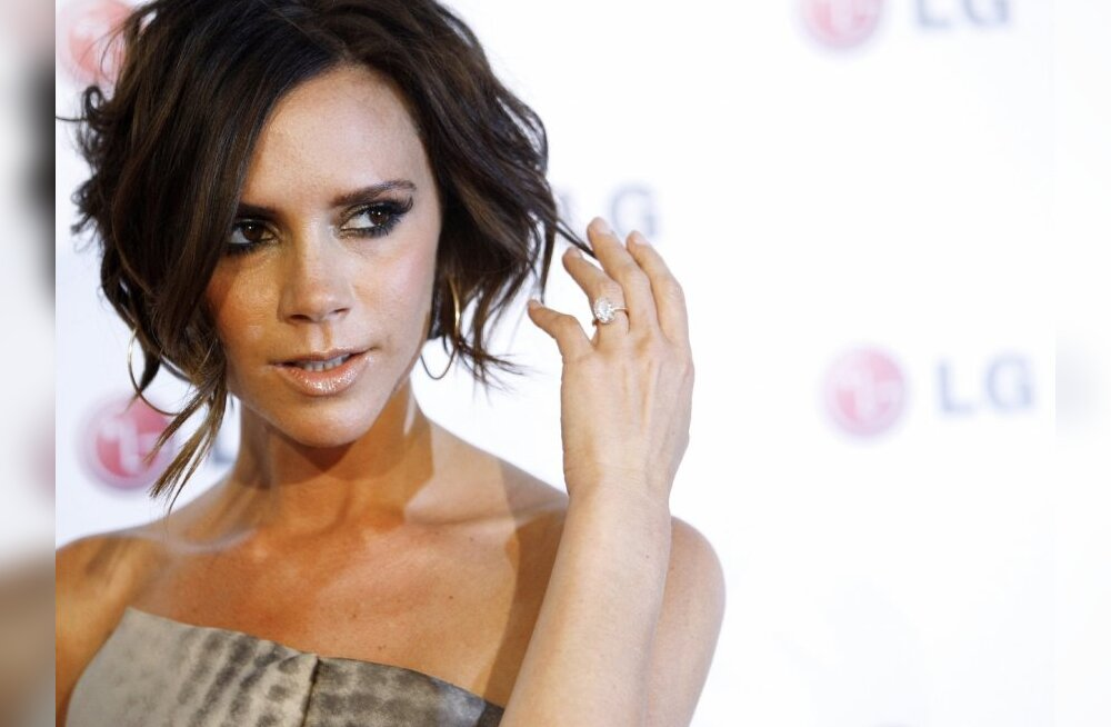 Host Victoria Beckham poses at the LG Fashion Touch party in West Hollywood, California, May 24, 2010. REUTERS/Mario Anzuoni  (UNITED STATES - Tags: ENTERTAINMENT)