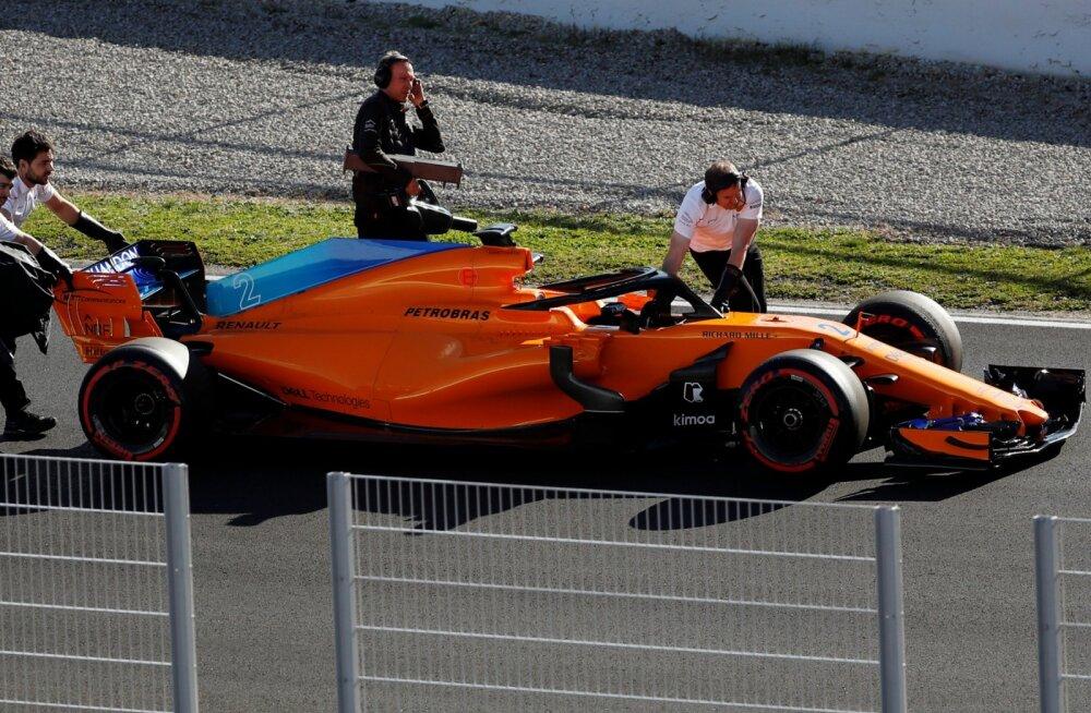 Mootoritarnijat vahetanud McLareni vormel lagunes testisõidul jälle koost