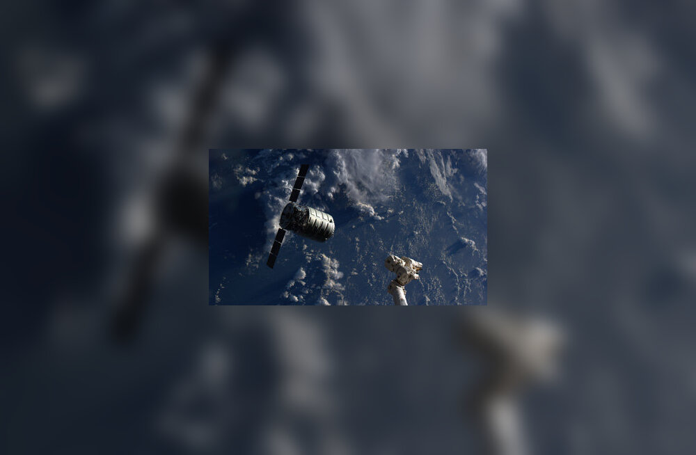 NÄDAL ÜRITAMIST: Cygnus põkkus lõpuks kosmosejaamaga
