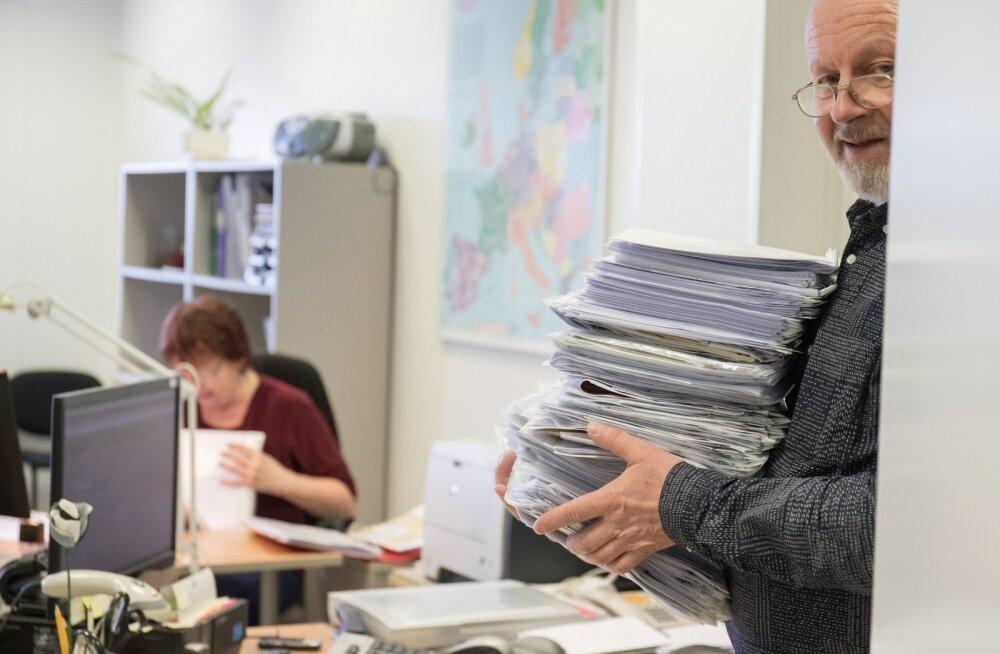Dokumendimenetlejad upuvad töösse. Veebruaris tuli kaheksal inimesel läbi vaadata pea 2000 taotlust.