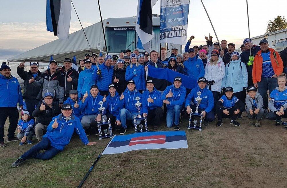 Eesti koondis koos fännidega Saksamaal.