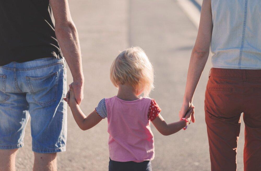 Naine küsib nõu: mida teha, kui mehe 10aastane laps provotseerib vanemaid ja ajab nad oma valedega tülli?