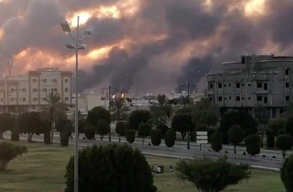 Saudi Araabia kaks naftatehast süüdati droonirünnakutega põlema