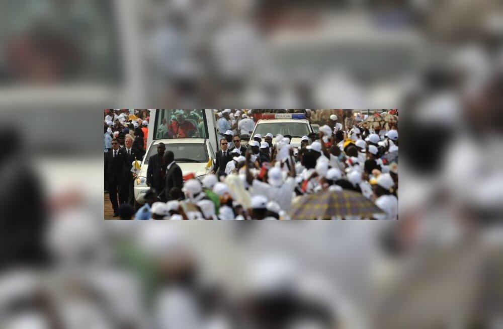 Paavsti missat jälgis Angolas miljon inimest