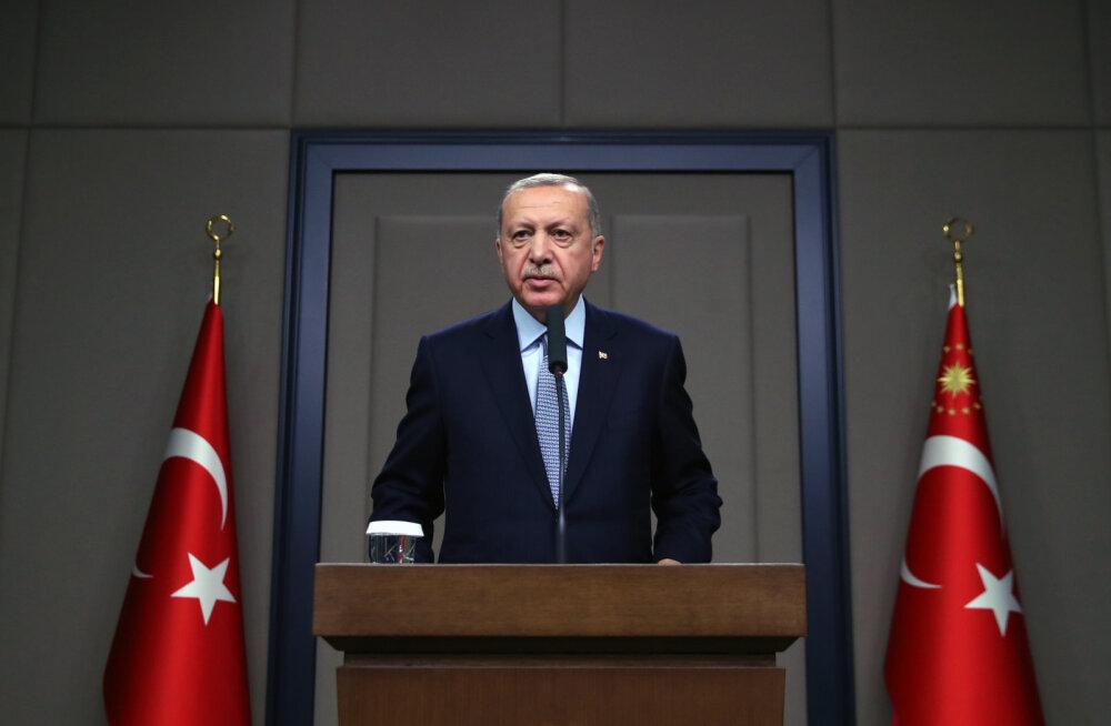 Erdoğan: Türgi võib operatsiooni Süürias jätkata, kui kurdi võitlejad piiri äärest ei lahku