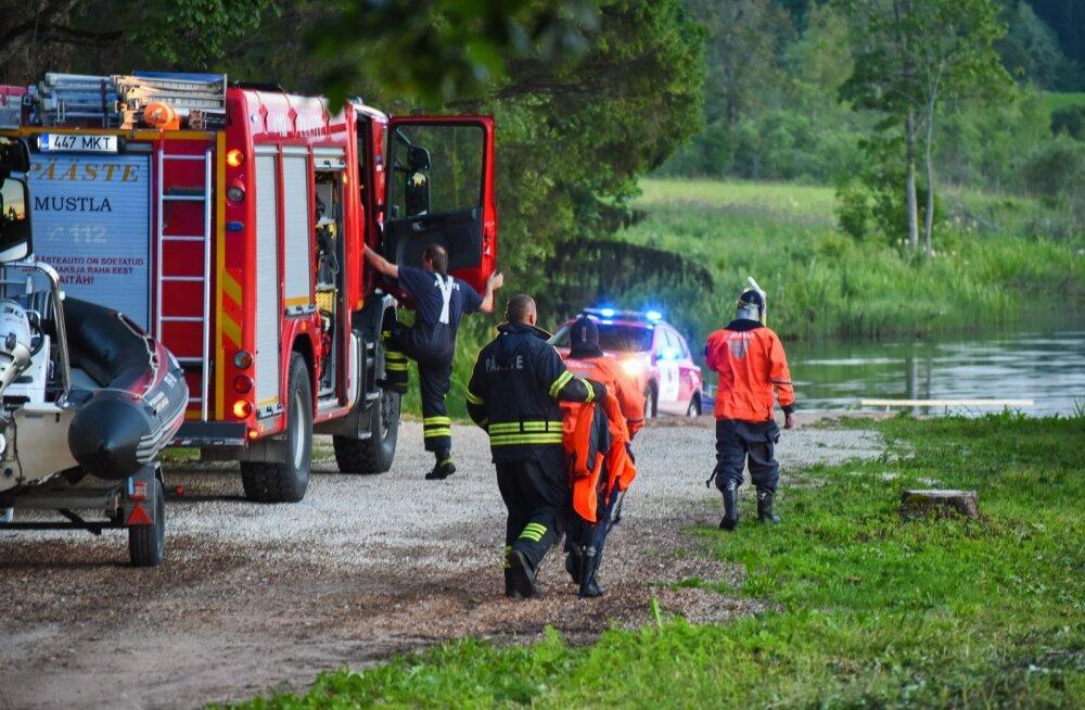 Tuukrid leidsid Holstre järve uppunud mehe