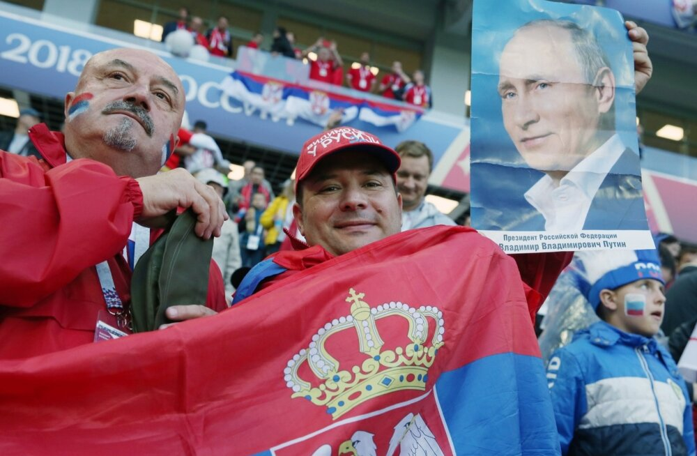 Serbia fännid võtsid Kaliningradi staadionil omadele kaasa elades appi ka Vladimir Putini.