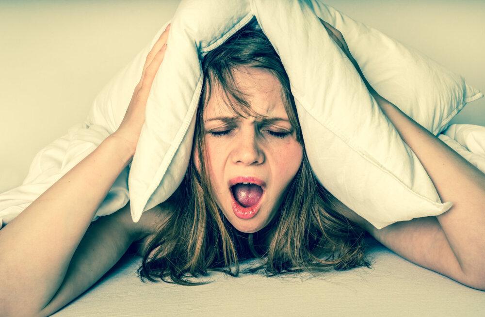 Kesine uni keskeas põhjustab hiljem Alzheimeri tõbe