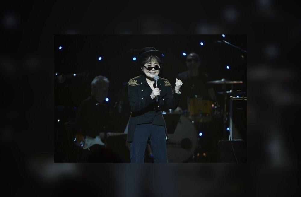 Yoko Ono esinemas John Lennoni 75. sünniaastapäevale pühendatud kontserdil.