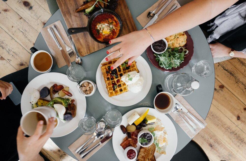 Emotsioonid ja söömine: kuidas ühendada need kaks ilma kehale liiga tegemata?