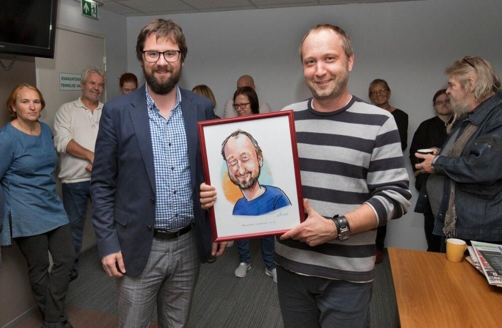 Maalehe peatoimetaja Andres Eilart ning laureaat Heiki Raudla tähistavad koos toimetuse perega 32. sünnipäeva.