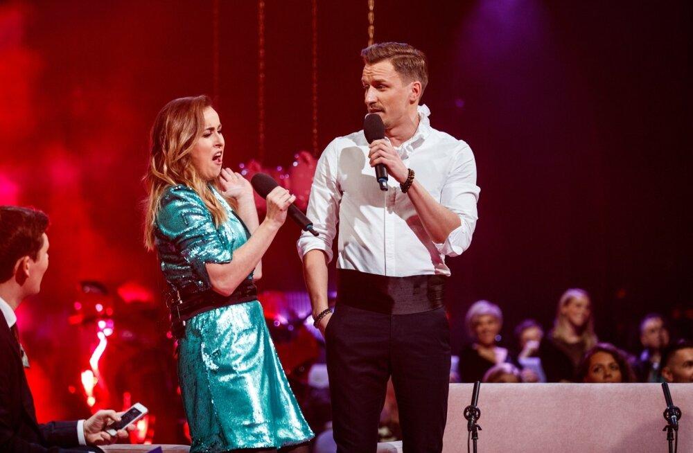 Saatejuht Kristel Aaslaid ja Rolf Roosalu võtsid mõõtu pika noodi hoidmises. Vähemasti selle võidu sai Rolf sel aastal Eesti Laulult kaasa.