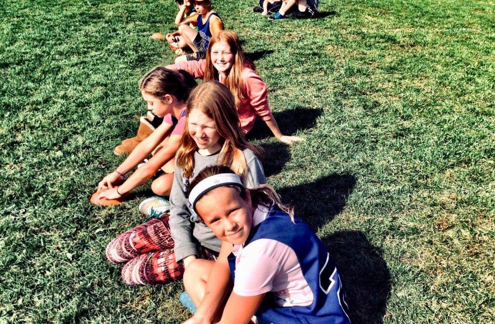 Зачем отправлять ребенка в лагерь летом? Мнение психолога