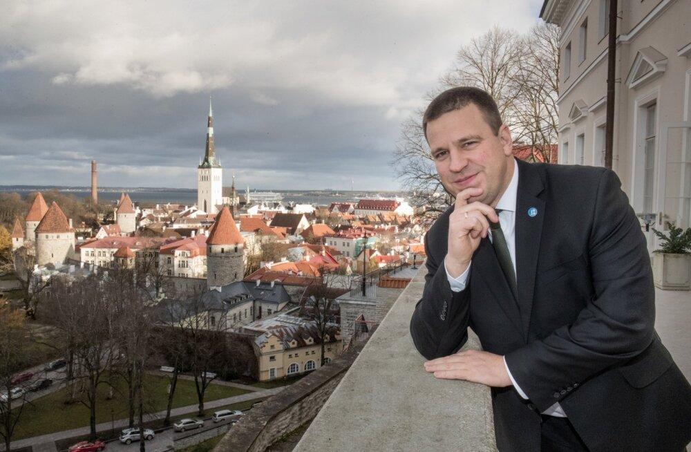 Jüri Ratase aasta on olnud suurepärane - mullu novembris ametisse asunud valitsusest kostab aeg-ajalt küll raginat, ent mootor siiski töötab. Eesistumine on läinud sujuvalt ja Keskerakonna ainuvõim Tallinnas säilis. Kõik see tõi Eesti mõjukaima inimese ti