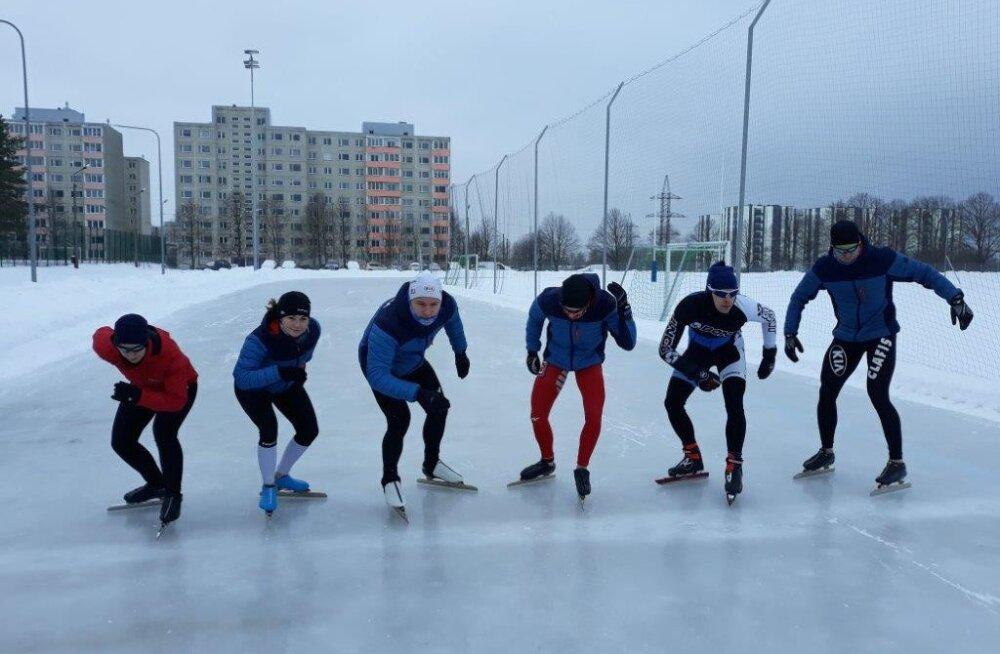 Tallinnas avati Eesti esimene täismõõtmetes kiiruisustaadioni jäärada