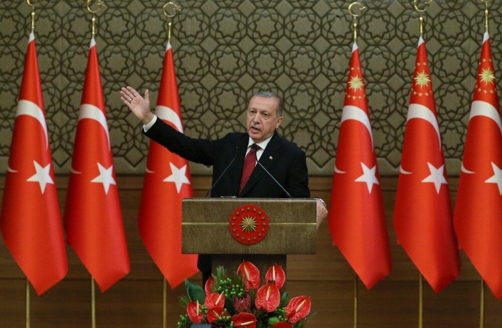 Erdoğan õnnistas oma uued presidendivolitused sisse väimehe rahandusministriks määramisega